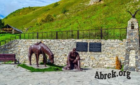 Мемориальный комплекс памяти абрека Зелимхана в с. Харачой.